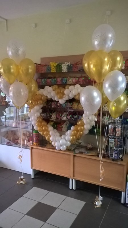 Sirds + 2 pušķi*10 baloniem ar hēliju #1002
